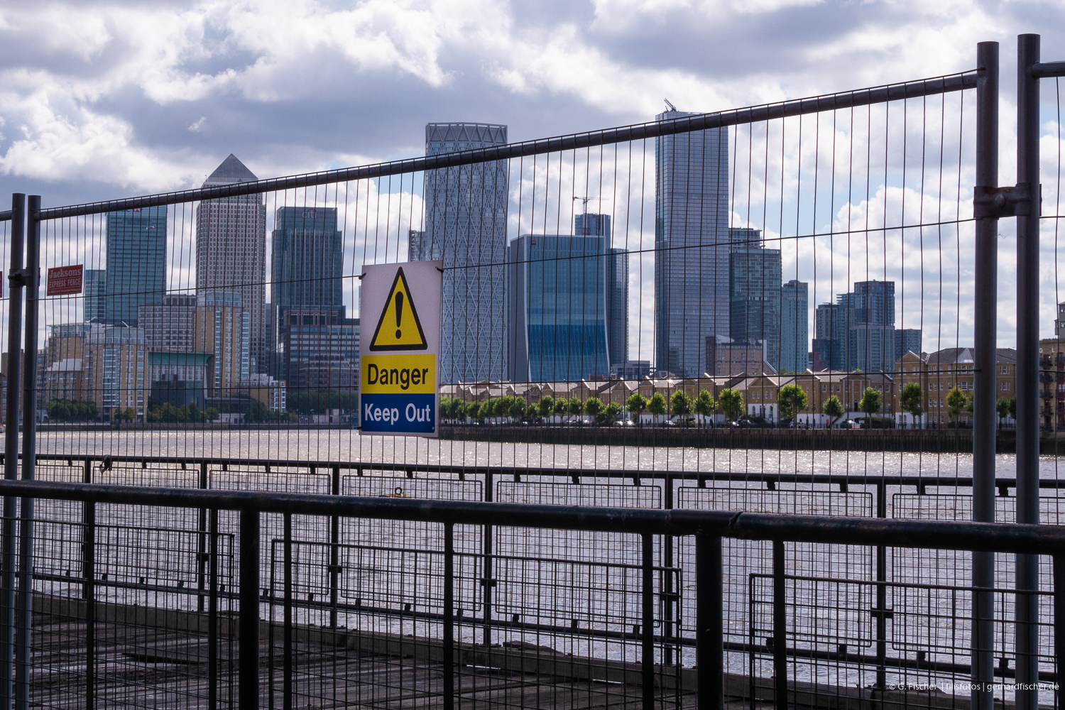 Banks (Canary Wharf in London): Hint for Investors?